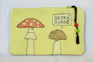 kapsička s houbami - vyšívaná