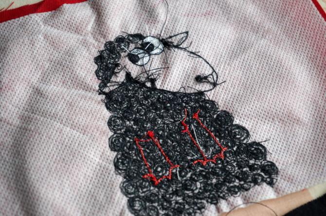 vyšívaná kapsička - s černou ovcí - rub
