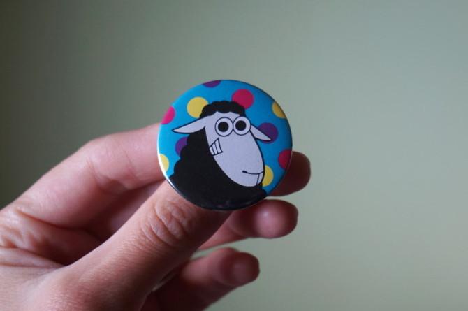 černá ovec s puntíky