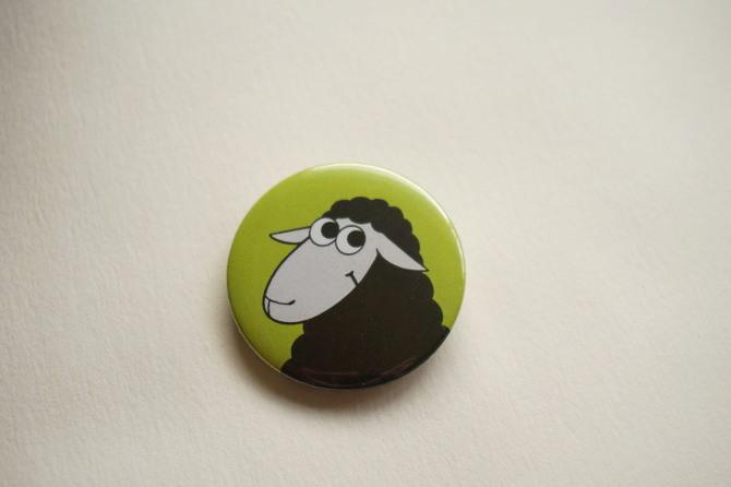 černá ovec s úsměvem