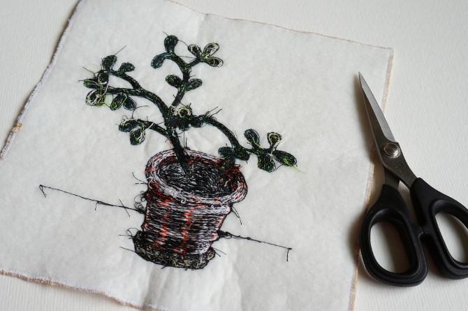 crassula free motion embroidery - výšivka kytka tlustice