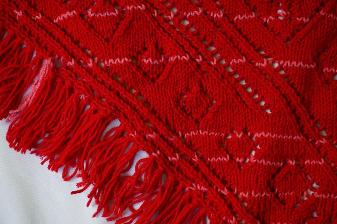 pletený šátek s třásněmi