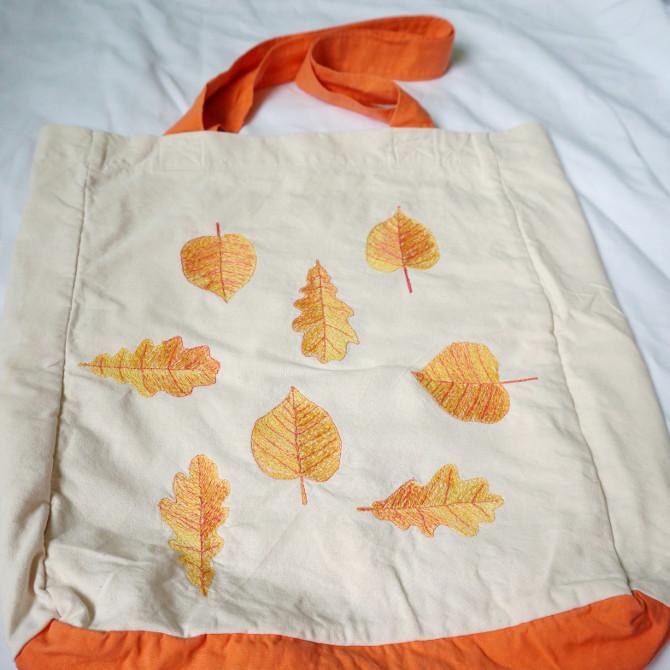 taška s vyšívanými listy