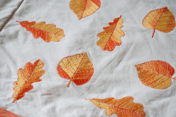 vyšívání na stroji - oranžové listy
